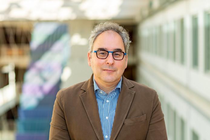 Arts-microbioloog Marc Bonten van het UMC Utrecht verwacht dat de verspreiding van het corona-virus in Nederland verder door zal zetten.