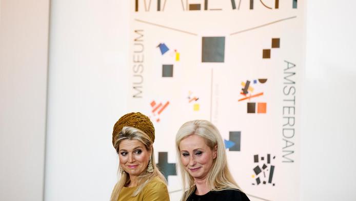 Van Gilst met koningin Maxima in 2013, tijdens de opening van een tentoonstelling in het Stedelijk Museum.