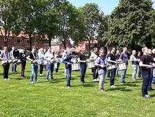 Training drumband van vermaarde instructeurs