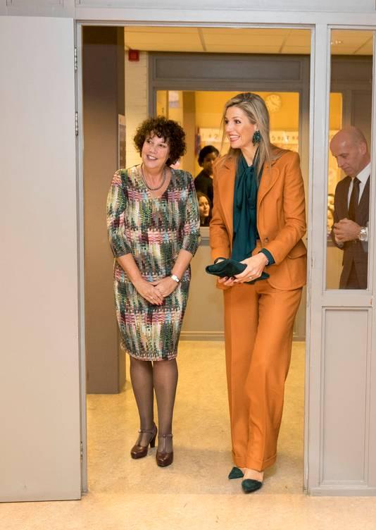 Directeur Nicoline Grötzebauch van de Mussen (l) tijdens een bezoek van Koningin Máxima in november vorig jaar.