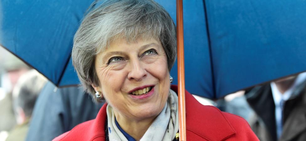Theresa May: een koppige vrouw met onmogelijke missie marcheert voort
