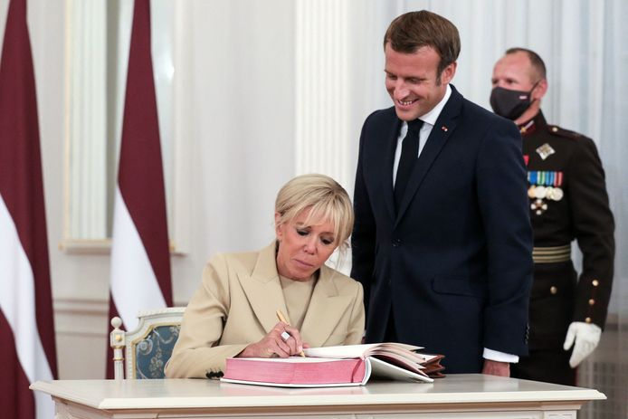 La Première Dame Brigitte Macron et le président Emmanuel Macron