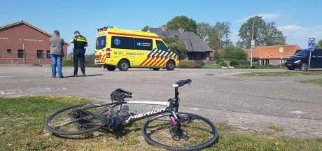 Wielrenner (62) uit Ommen lichtgewond door botsing met auto in Witharen