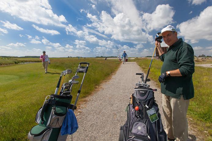 De golfbanen in het Bentwoud zijn makkelijk te betreden. Nu wordt dagelijks gesurveilleerd om te controleren of mensen zich houden aan het golfverbod door de coronacrisis.