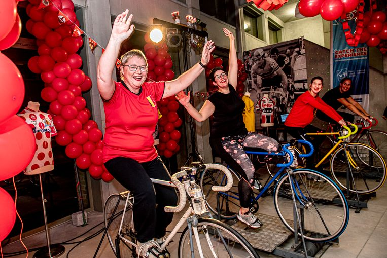 In het VTI Roeselare fietst men sinds donderdag 18 uur tot vrijdag 18 uur op rollen voor Rode Neuzen Dag.