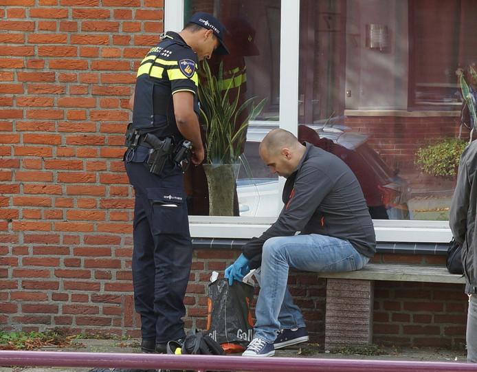 De politie onderzocht de woning van de man in Kaatsheuvel meerdere keren.