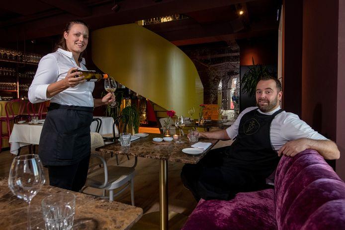 Gastvrouw en sommelier Claudia Oro en chef-kok Martijn Kuik van restaurant Sukerieje in Dalfsen.