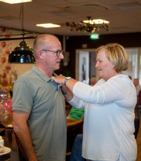Vrijwilligersspeld voor 'stille kracht achter de coulissen' in Hoge Hexel