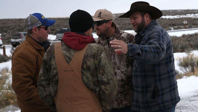 Ammon Bundy (rechts) met enkele andere opstandelingen. Beeld afp