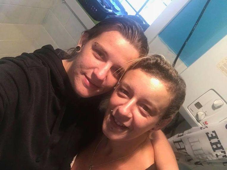 Sofie Anseeuw (l.) en haar vriendin Katty Scheldeman, die donderdag het leven liet bij een verkeersongeval.