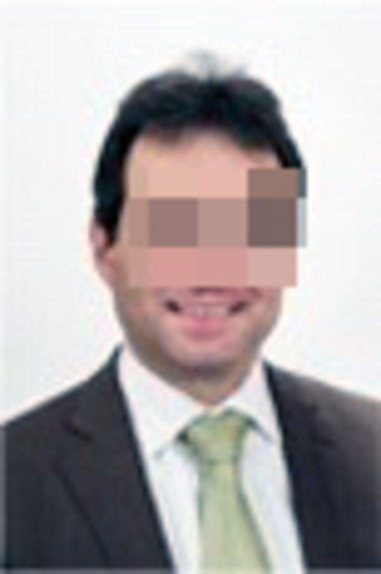 Kredietverstrekker Kris B. in Rotselaar verschijnt meestal strak in het pak bij zijn slachtoffers.