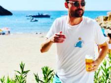 Domien Verschuuren 'geniet' van zijn biertje en Fresku bedankt zijn fans