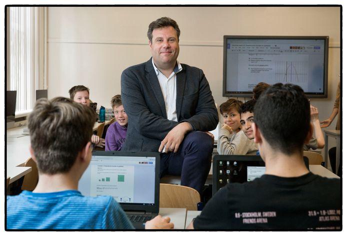 Schoolleider MartijnMeerhoff van het Cartesius 2 in Amsterdam, waar geen cijfers worden uitgedeeld. 'Het scherpt de docenten en leerlingen'.