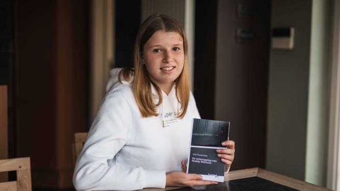 """Julie (16) brengt eerste boek uit: """"Ik schreef het verhaal al op mijn veertiende"""""""