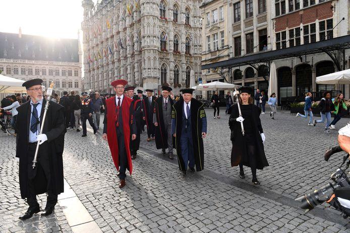 De opening van het nieuwe academiejaar in Leuven met de 'stoet der togati'.