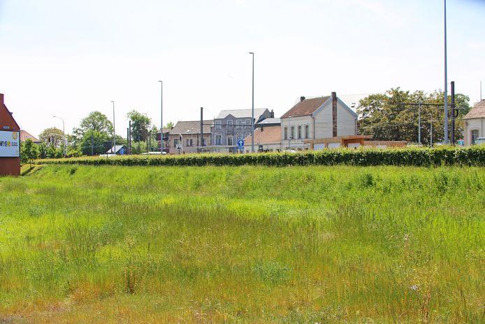 Het nieuwe gerechtsgebouw wordt gebouwd op dit terrein vlakbij het station van Asse