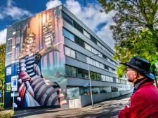 Straatbeeld: Wéér een gigant in Tilburg