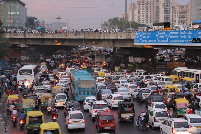 Een verkeersopstopping in de Indiase stad Gurgaon. Beeld getty images