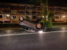 Automobilist in Harderwijk let even niet op en slaat met auto over de kop