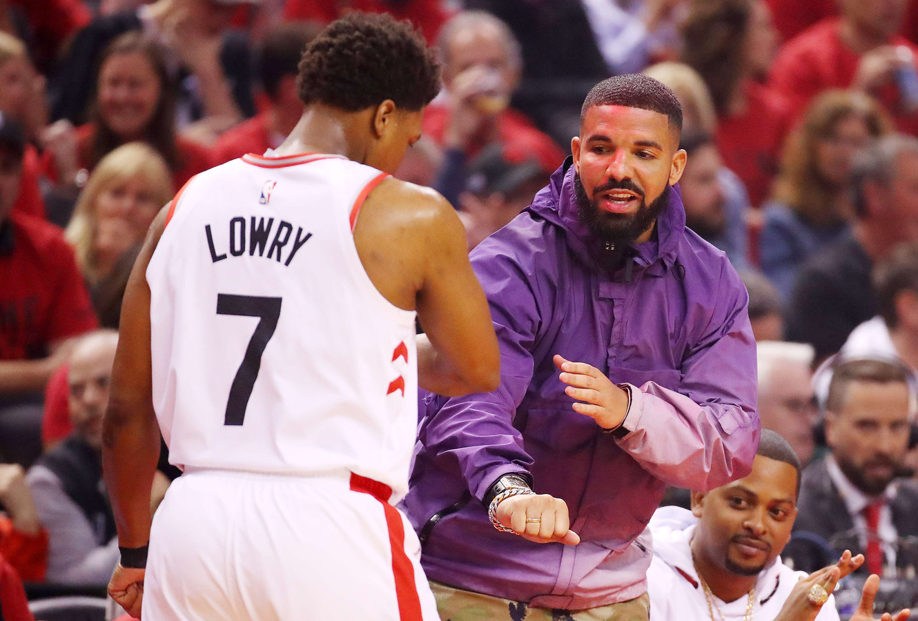 TORONTO, ONTARIO - MAY 19: Rapper Drake fist bumps Kyle Lowry #7 of the Toronto Raptors in game three of the NBA Eastern Conference Finals between the Milwaukee Bucks and the Toronto Raptors at Scotiabank Arena on May 19, 2019 in Toronto, Canada. NOTE TO USER: User expressly acknowledges and agrees that, by downloading and or using this photograph, User is consenting to the terms and conditions of the Getty Images License Agreement.   Gregory Shamus/Getty Images/AFP == FOR NEWSPAPERS, INTERNET, TELCOS & TELEVISION USE ONLY ==