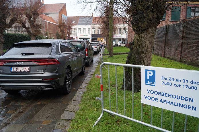 In de Patersdreef mochten wagens tijdelijk aan één kant parkeren.