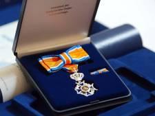 Koninklijke onderscheidingen voor mannen Buurtbusvereniging