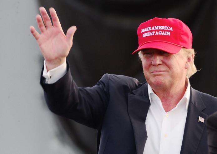 President Donald Trump met zijn campagnepet.