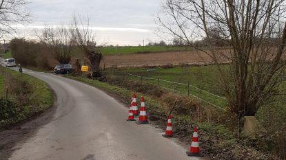 Congobergstraat in Galmaarden afgesloten door instortingsgevaar ter hoogte van de vijvers