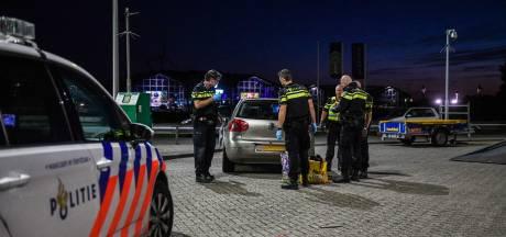 Politie houdt man (26) en vrouw (33) met vuurwapen aan bij tankstation in Alphen