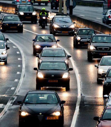 File op de A58 richting Eindhoven na ongeluk bij knooppunt Batadorp