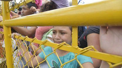 Mexico brengt vluchtelingen naar opvangcentra na chaos aan grens