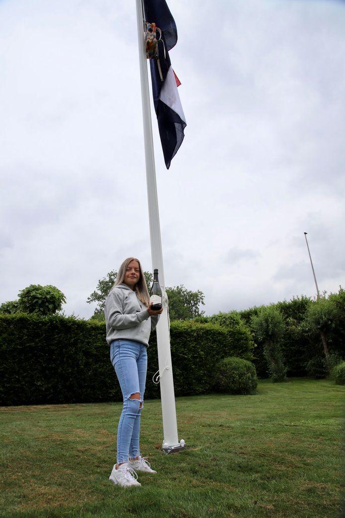 Julia Bosma slaagde vandaag aan het Agnieten College in Zwartsluis. Ze start na de zomer met een vervolgopleiding sociaal werk aan het Deltion College in Zwolle.