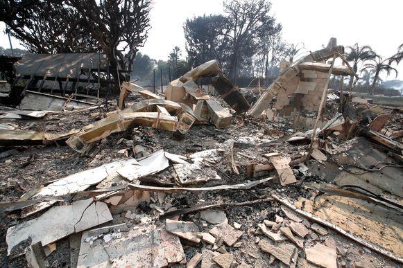 Het huis van zanger Robin Thicke is tot de grond toe afgebrand in de bosbranden die nu in de staat Californië woeden.