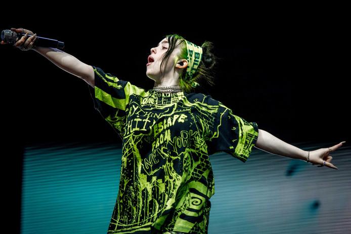 Billie Eilish treedt op tijdens de tweede dag van Lowlands.