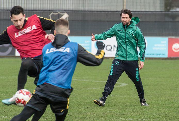 Peter Hyballa coacht Thoma Haye en Luka Ilic.