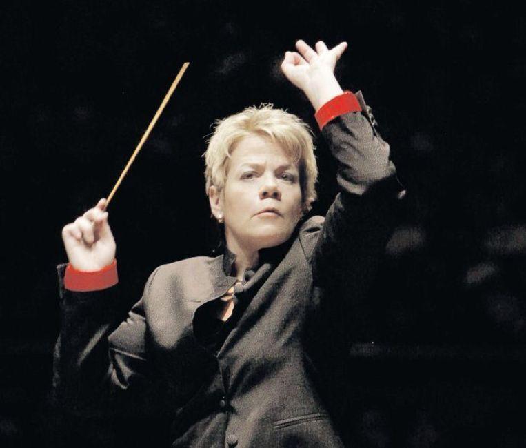 De Amerikaanse violiste en dirigente Marin Alsop: 'Mijn vioollerares zei vroeger: Meisjes dirigeren niet. Mijn ouders zeiden: Meisjes kunnen alles doen wat ze willen. Beeld Grant Leighton