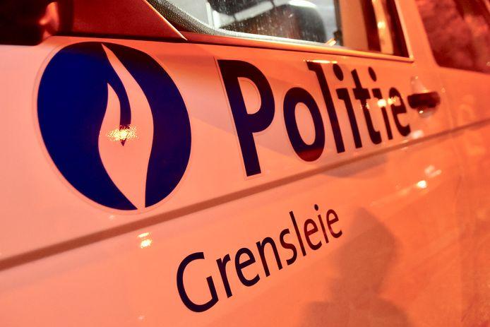 De diefstal uit de geparkeerde wagen gebeurde 's nachts, in Rekkem (politiezone Grensleie).