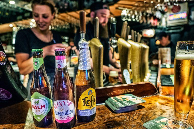 Ook in het Brusselse biercafé Delirium groeit het assortiment aan alcoholvrije en -arme bieren.