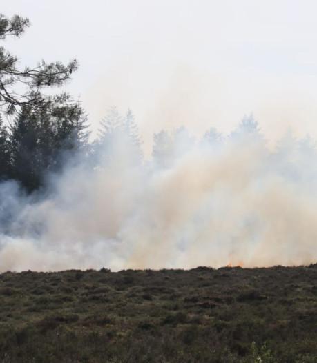 Grote inzet brandweer bij heidebrand Apeldoorn