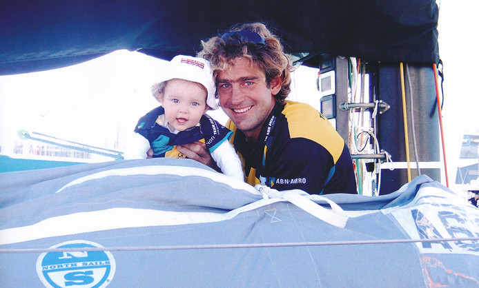 Hans Horrevoets met dochter Bobby (1) tijdens een stop-over in de Volvo Ocean Race 2005-2006.