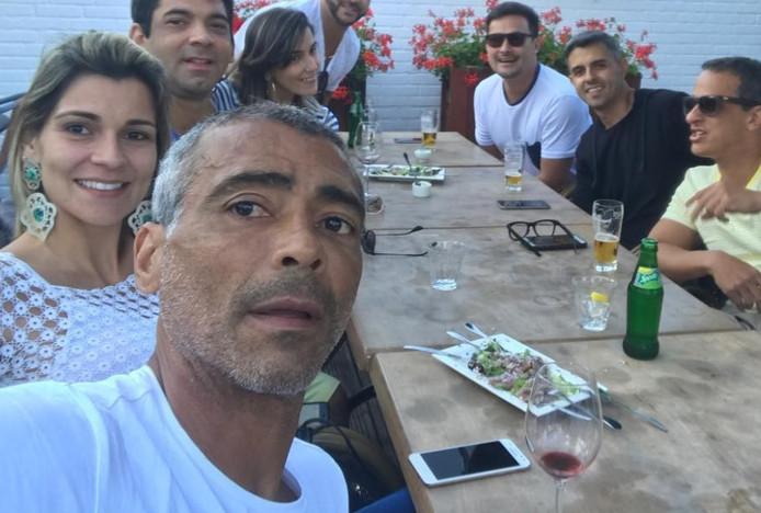 Romário op bezoek in restaurant El patio Andaluz in Eindhoven.