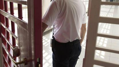 Gedetineerde valt medegevangene aan met vork in gevangenis van Itter, cipier deelt in de klappen