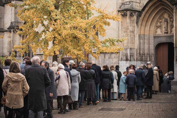 Begrafenis Roland Demal. Lange rijen voor de begroeting.