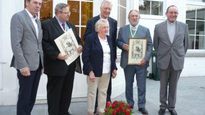 Bloemen en medailles voor zuster Renelde, Eric Devos en Herman De Croo