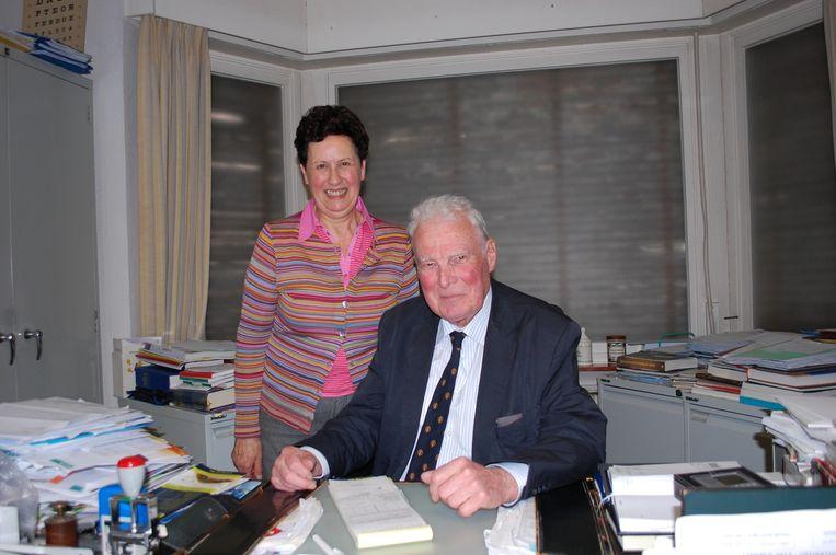 Dokter Pierre Paelinck en zijn echtgenote Nadine in de dokterspraktijk.