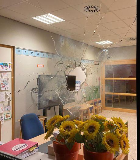 Vandalen vernielen Tielse peuteropvang met vuurwerk: 'Hele school had kunnen afbranden'