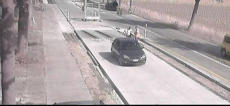De politiecamera registreerde de gevolgen van het negeren van de verkeerssignalisatie.