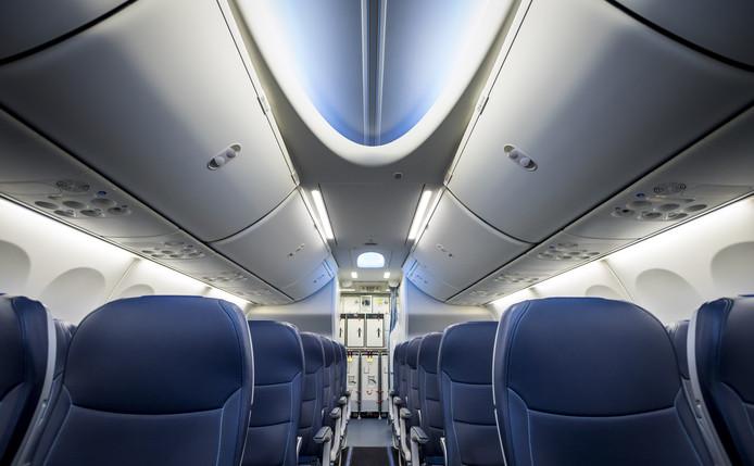 Chez TUI Fly, seul un bagage à main de 10 kg maximum et ne dépassant pas les dimensions 55 x 40 x 20 cm est autorisé par passager. Ces normes n'étaient jusqu'à présent pas rigoureusement contrôlées à l'enregistrement, ce qui menait à un nombre important de bagages trop lourds ou trop grands à bord des avions.