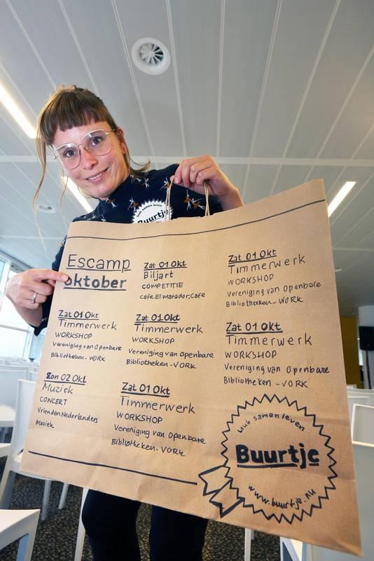 Gerjanne van Gink bedacht mede de boodschappentas met reminders aan evenementen voor ouderen.