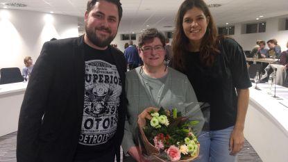 Partijgenoten zetten Vera Lannoo op haar laatste gemeenteraad in de bloemetjes